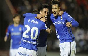 Los jugadores del Oviedo celebran el gol de David Costas.