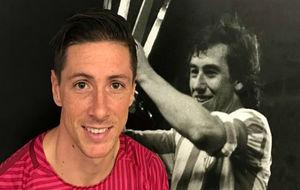 Fernando Torres con una foto de Adelardo