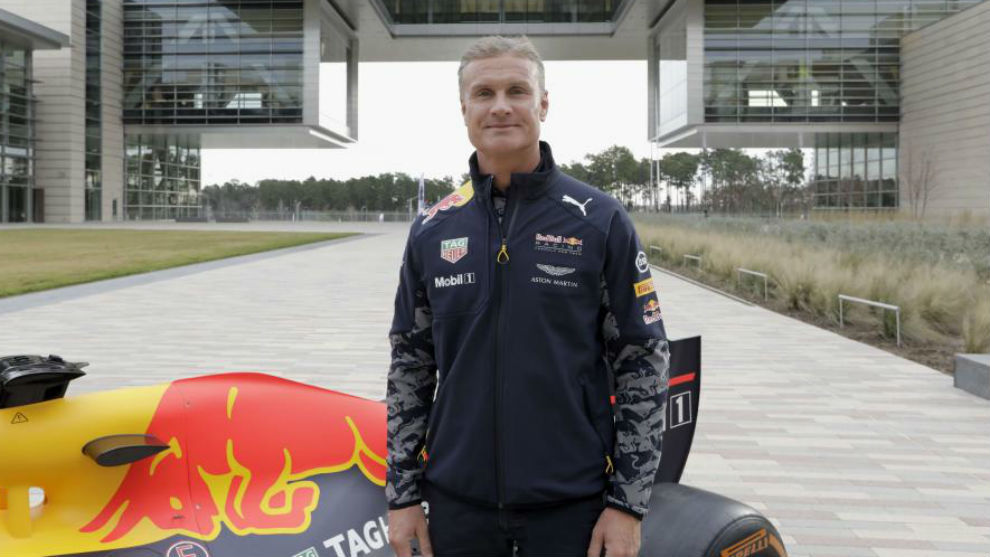 David Coulthard, con el Red Bull RB7 en un evento en Texas.