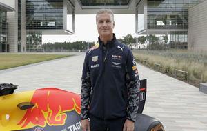 David Coulthard, con el Red Bull RB7 en un evento en Texas.
