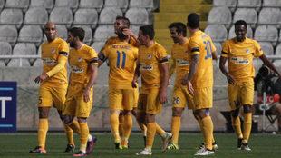 Los jugadores del APOEL durante un partido.