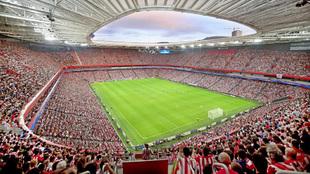 San Mamés durante un partido de UEFA Europa League.