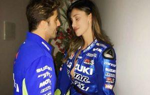 Iannone, con su novia Belén Rodríguez.