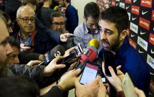 Navarro atiende a los medios de comunicación durante el media day...