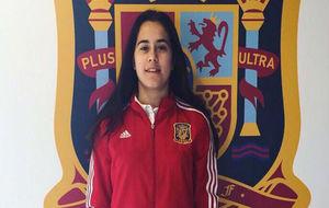 Nuria Rábano posa en la Ciudad del Fútbol de Las Rozas.