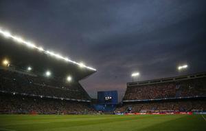 El estadio Vicente Calderón durante un partido.
