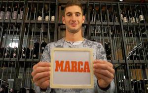 Lucas Alario posando para MARCA