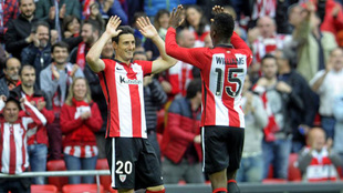 Aduriz y Williams, celebrando un gol.