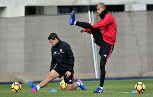Mariano y Ben Yedder, en un entrenamiento con el Sevilla.