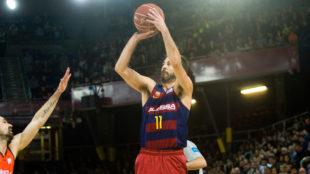 Juan Carlos Navarro lanzando con el Barcelona