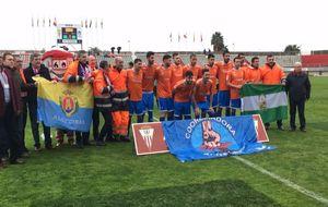 Los jugadores del Algeciras, durante el encuentro del pasado fin de...