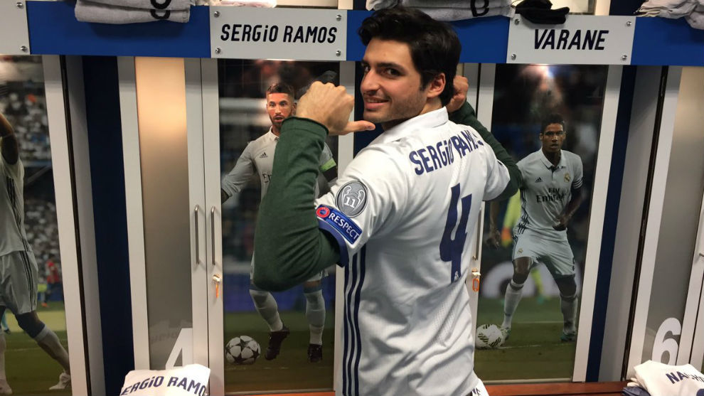 F1 racer Sainz visits the Bernabeu | MARCA in English