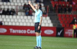 López Amaya dirige un encuentro en el Nou Estadi de Tarragona