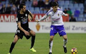 Edu Bedia controla el balón en el partido frente al Lugo