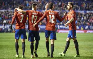 Los jugadores del Osasuna durante un partido