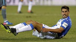 Gabriel tendido en el terreno de juego durante un partido del Leganés