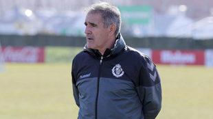 Paco Herrera, durante una sesión con el Valladolid