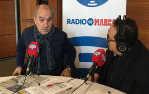 Mané compareció en el stand de Radio MARCA en Vitoria junto a...