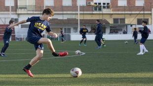Astin Galanis (13), entrenándose con el UCAM.