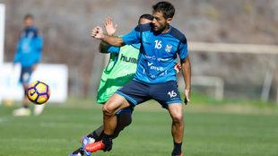 Aitor Sanz se ejercita en los campos de fútbol de 'El...