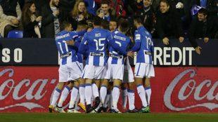 Los jugadores del Leganés celebran un gol en el encuentro ante...