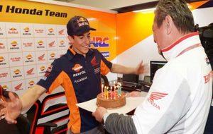 Márquez, con su tarta.