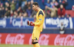 Sergio Rico, celebrando un gol de su equipo