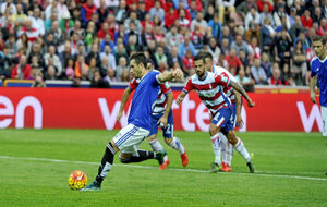 Rubén, marcando de penalti en la última visita a Granada
