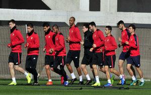 Varios jugadores del Sevilla, en un entrenamiento