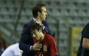 Julen Lopetegui, junto a David Silva en un partido de la selección