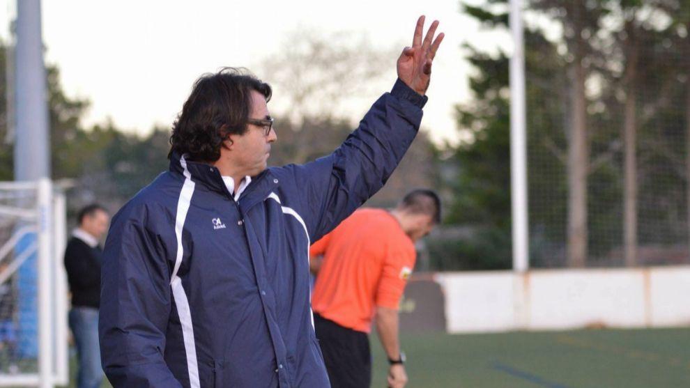 Sebastián Herrera da indicaciones durante un encuentro.