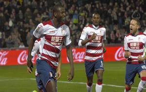 Adrián Ramos celebra un gol