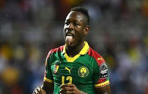Bassogog vistiendo la camiseta de Camerún