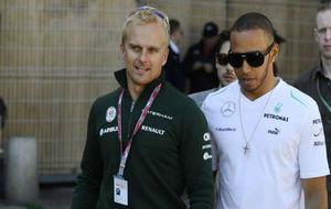 Heikki Kovalainen y Lewis Hamilton, en el GP de Mónaco de 2013.