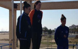 Jimena Pérez, Judith Navarro y Erika Villaecija en el podio.