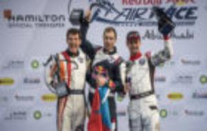 Juan Velarde (a la izquierda) celebra su primer podio en Red Bull Air...