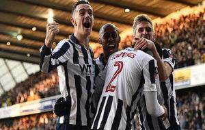 Los jugadores del Milwall celebran su gol.