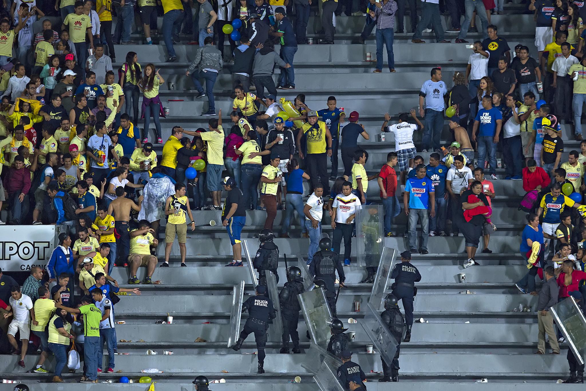 Bronca durante el partido de Veracruz-América de 2016.