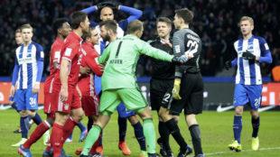 Los jugadores del Bayern y del Hertha se enzarzaron tras el 1-1.