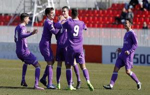 Los jugadores del Castilla celebran el tanto de Valverde.