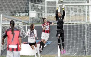 Christiane Endler durante el partido ante el Sporting de Huelva.