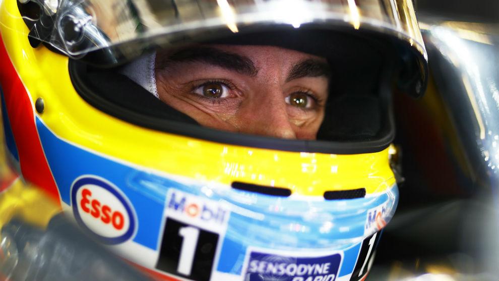 Fernando Alonso cambiará de marca de casco esta temporada