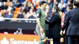 Aduriz se retira lesionado de Mestalla.