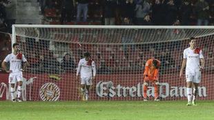 Los jugadores del Mallorca decepcionados tras el gol del Girona.
