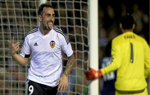 Alcácer celebra el gol del empate frente al Real Madrid la temporada...
