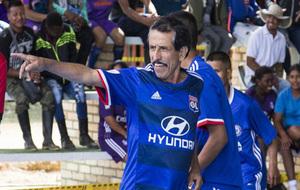 Walter Mendoza celebra un gol durante el torneo en el campamento de...