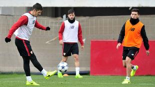 Jovetic, Sarabia y Kranevitter, en el entrenamiento de este lunes.