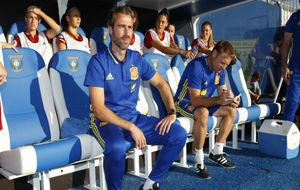 Jorge Vilda posa en el banquillo de la selección española.