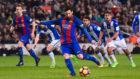 Messi chuta desde los once metros ante el Leganés.