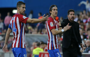 Gabi, Filipe y Simeone durante un duelo de esta campaña